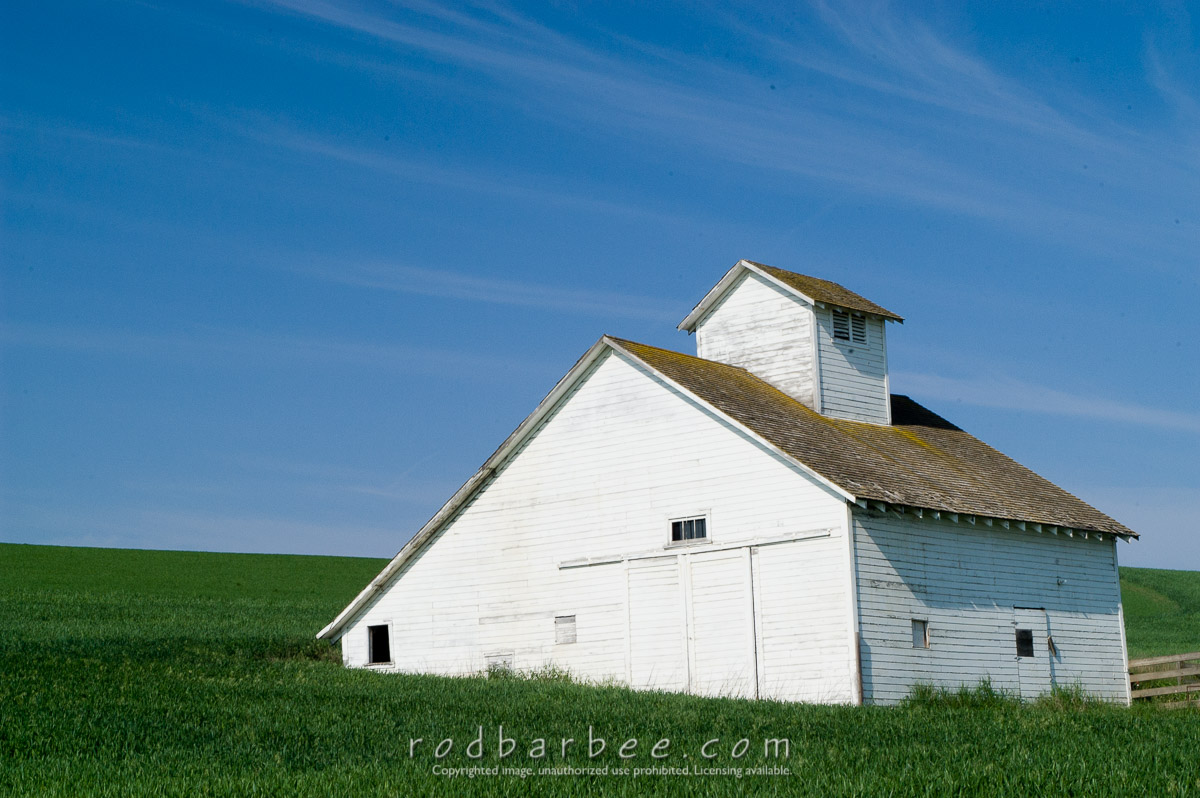 Barbee_030601_1_0532 |  White barn in the Palouse
