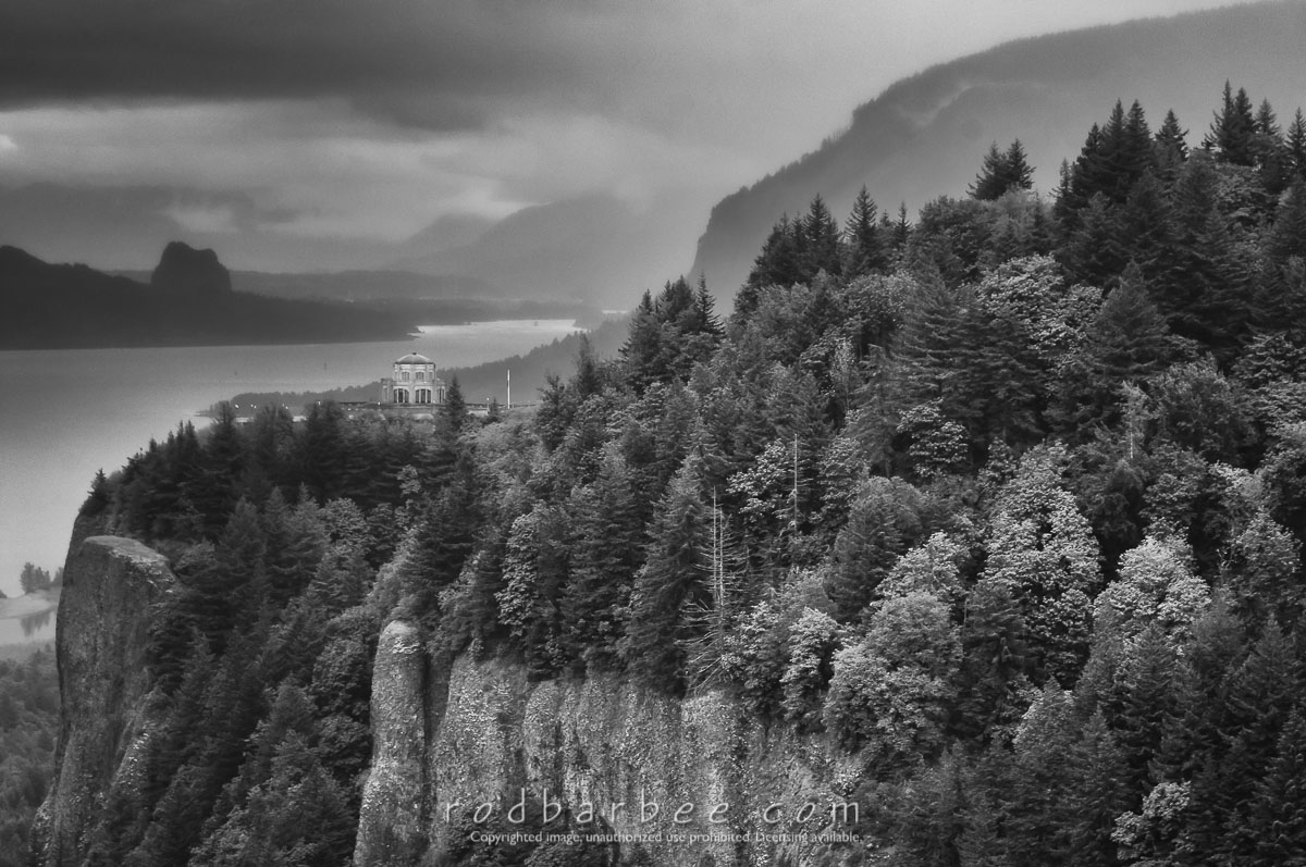 Barbee_140518_3_4393-bw |  Crown Point and Vista House from the Portland Women's Forum viewpoint.
